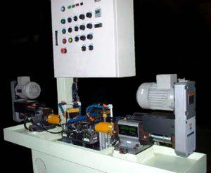 自動切断機から排出されるワークを連続加工する全自動センターリングを設計製作しました。