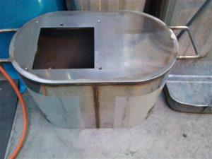 製缶品のバフ研磨
