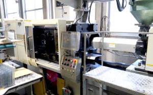 自動車・通信用の精密機器 家電・住宅関連などの各種工業製品 二色成形 インサート成形 印刷、塗装各種 多品種小ロット生産